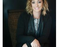 Ashley Oakes-Lazosky Headshot