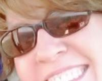 Denise Holbrook Headshot