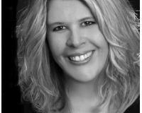 Lora Reynolds Headshot