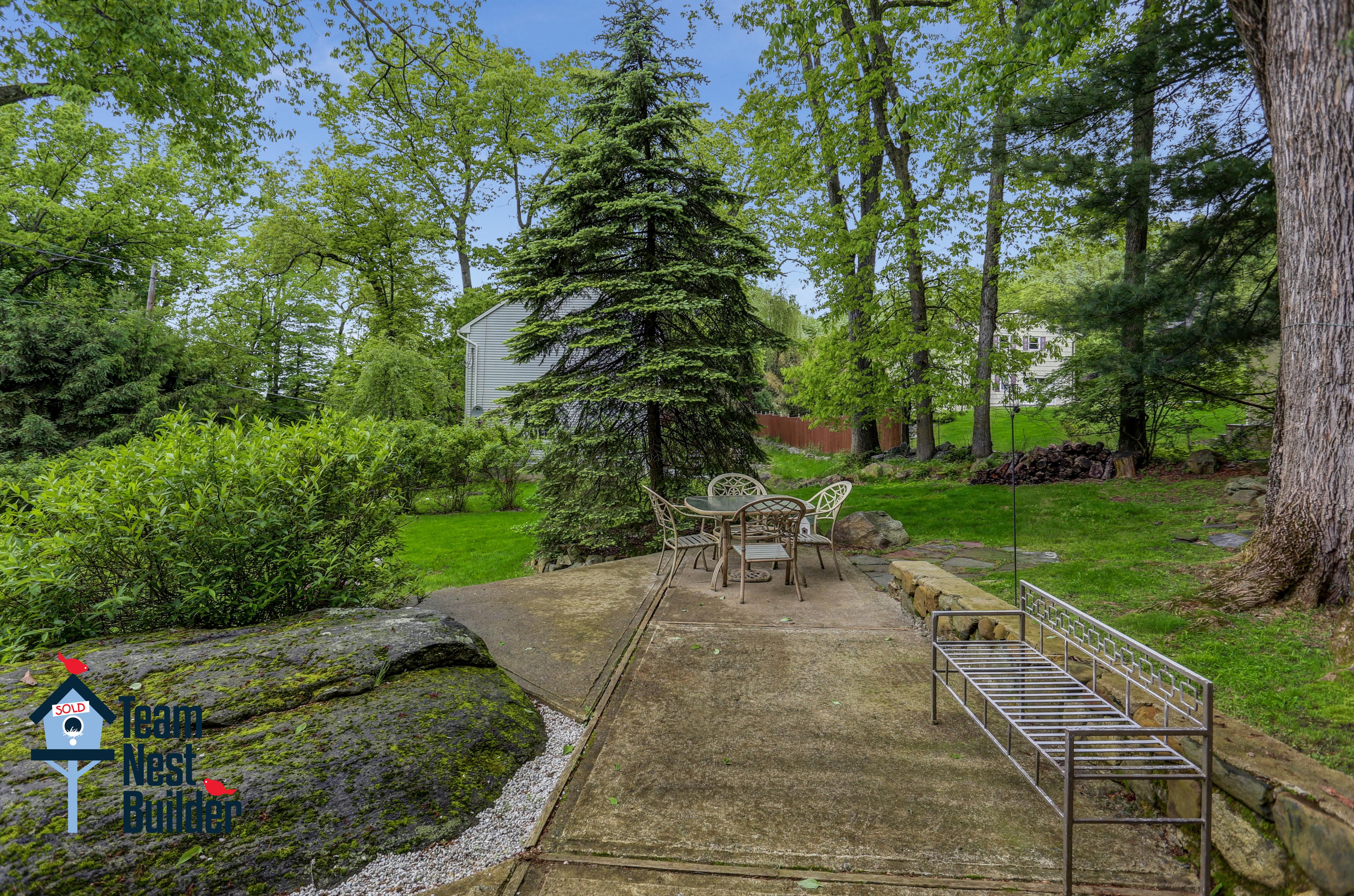 Sweetly-landscaped side yard