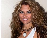 Tina Ivanic-Lobato Headshot