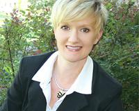 Rebecca Coates Headshot
