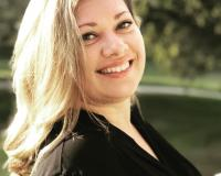 Marla Deshayes Headshot
