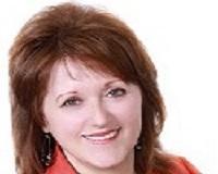 Linda Reisinger Headshot