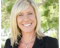 Jenny Cramer Headshot