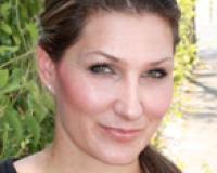 Regina Fernandez Headshot
