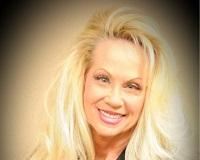 Diane Hintz Headshot