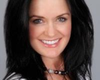 Lisa Lowe Headshot