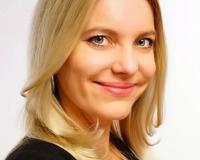 Elena Webb Headshot