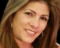 Angela Navarra Headshot
