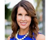 Julie Barnhardt Headshot