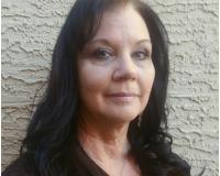 Linda Holdridge Headshot