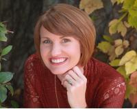 Megan Mora BRE#02049597 Headshot