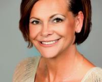 Heather Neslund Headshot