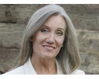 Susan Lewis Headshot