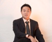 Huy Nguyen Headshot