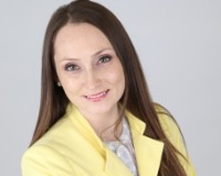 Anna Russu Headshot