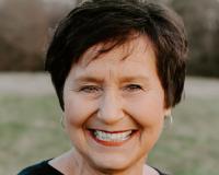 Betsy Klotz Headshot