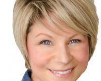 Erin Sneazwell Headshot