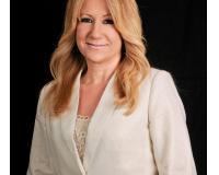 Sue Knoble Headshot