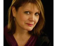 Mary Ann Riel Headshot