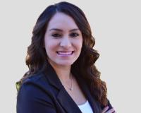Janet Cerros Headshot