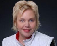 Linda Laitinen-Ulmer Headshot