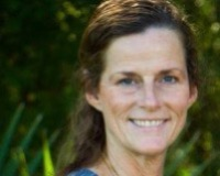 Caroline Knaps Headshot
