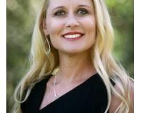 Stacy Knispel Headshot