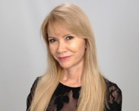 Nora Collazos Headshot