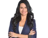 Silvia Souza Headshot