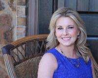 Laura Macicek Headshot