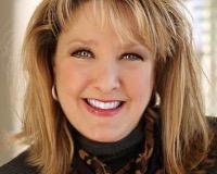 Tracy Cherney Headshot