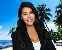 Stephanie Machado Headshot