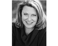 Laura Helbling Headshot