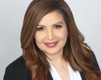Claudia Garcia Headshot