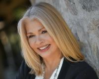 Elizabeth Melichar Headshot