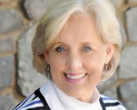 Teresa Holbrooks Headshot