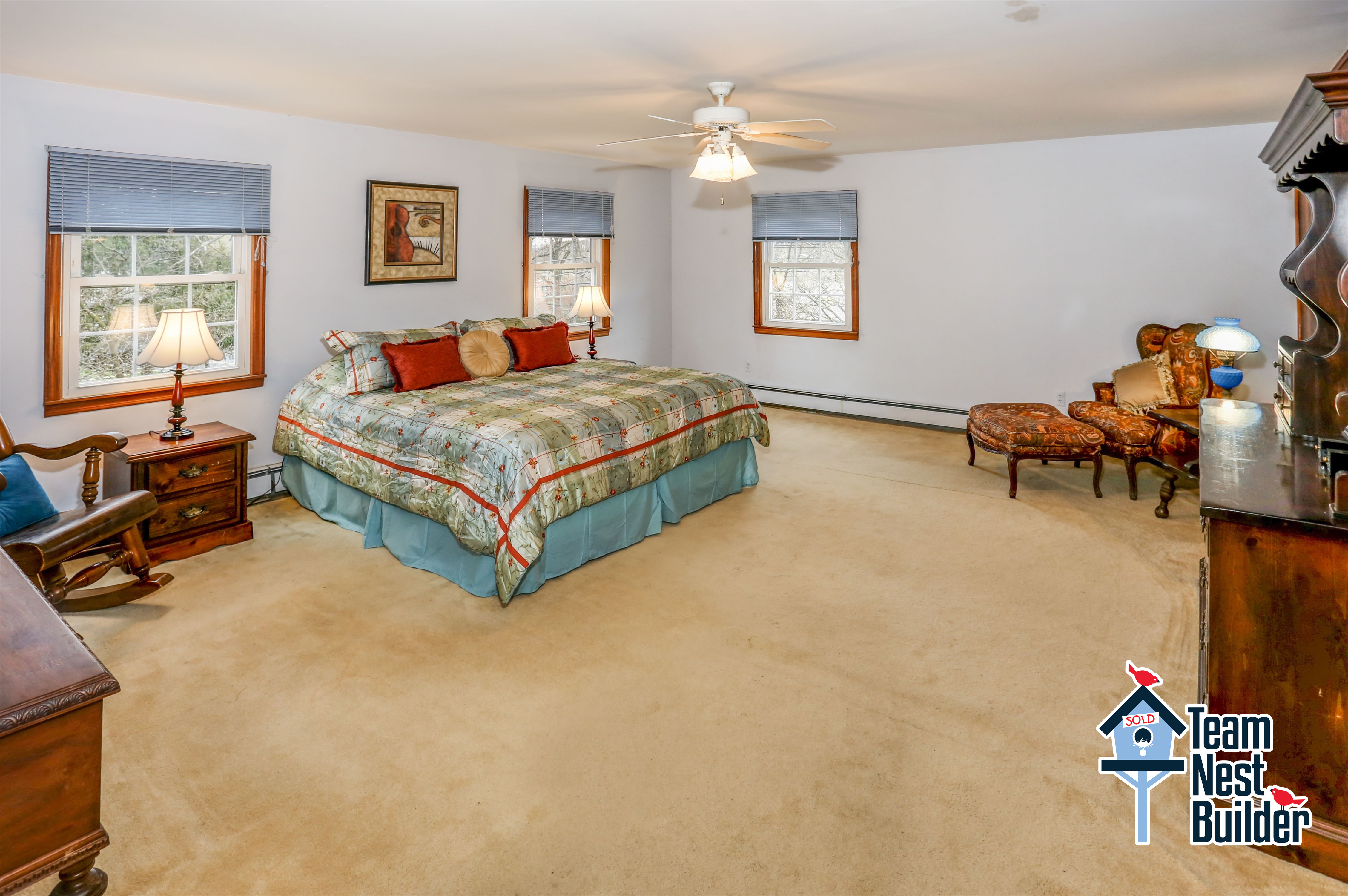 Huge master bedroom with alcove sitting area, private full bathroom and walk-in closet!