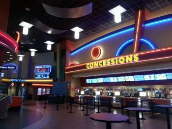 regal cinemas at the nanuet shops is awesome